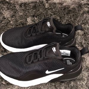 Women's Nike Air Max Motion 2